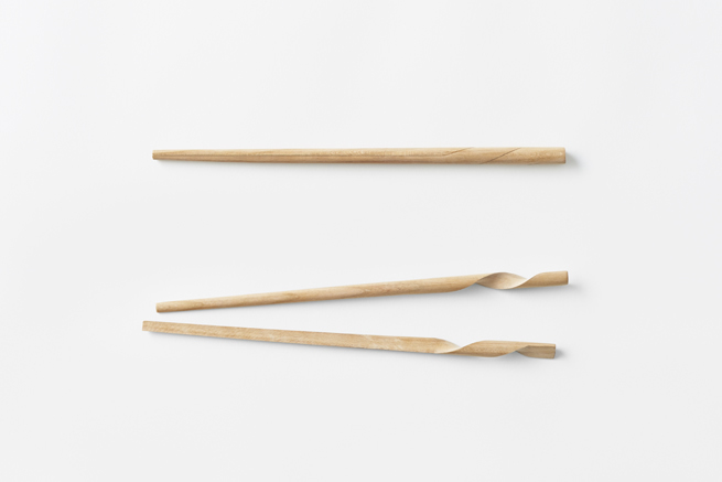 2つのらせんが絡みつく1本の箸