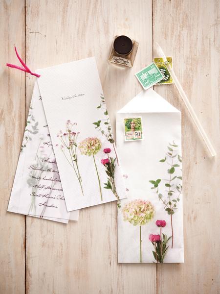 季節の花をモチーフにした招待状