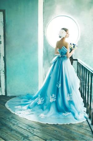 ブルーのウエディングドレス55