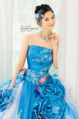 ブルーのウエディングドレス70
