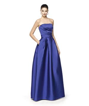 ブルーのウエディングドレス82