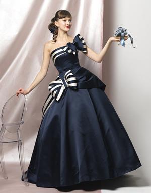 ブルーのウエディングドレス86