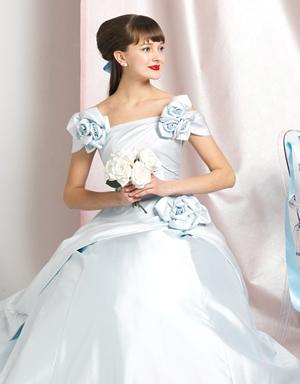 ブルーのウエディングドレス87