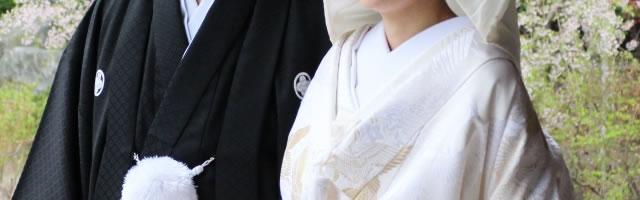 紋付袴と白無垢の新郎新婦