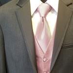 結婚式2次会に赤/ピンクのネクタイ